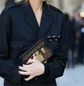 2017流行什么款式的女包  十款手拿包最提升腔调