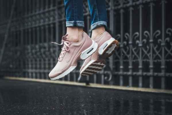 Nike Air Max Jewe发布新的粉红色调