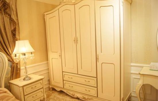 实木衣柜容易变形吗 实木衣柜容易变形吗 实木衣柜具体怎么保养