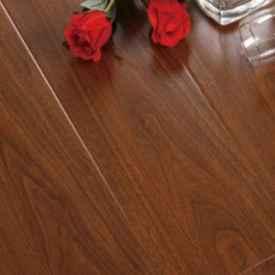 实木地板用什么擦干净 这5样东西家家都有