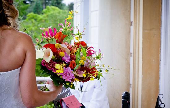 【结婚手捧花用什么花】结婚手捧花有什么讲究 8点注意事项让你更省心