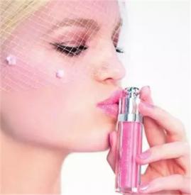 迪奥变色唇膏生产日期怎么看 生产日期隐藏在瓶底批号中