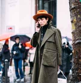 冬天配什么颜色帽子好看 凹足造型感