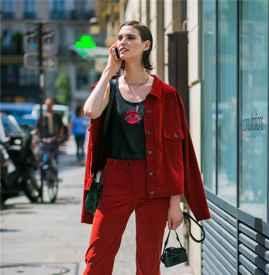 红色衣服配什么颜色包包 5种颜色玩出不同风格