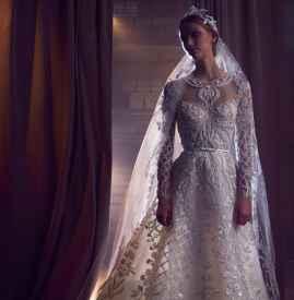 Elie Saab以纯粹工艺展现新嫁娘的典雅气质