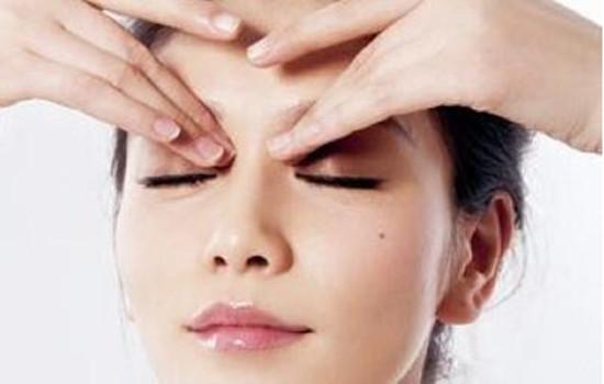 精油按摩眼部可以用吗 眼部按摩要使用专门的眼部精油
