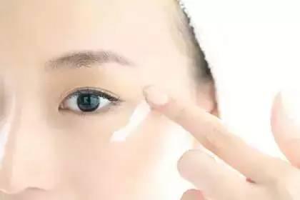 护肤品的涂抹用量是多少 护肤品的最佳用量多少你知道吗