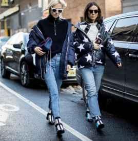 羽绒服搭配牛仔裤好看吗 打造冬日街头时尚感
