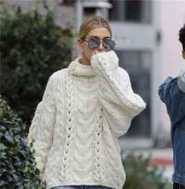 海莉·鲍德温漫步好莱坞细节 白色毛衣开启冬装新穿法