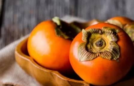 [吃柿子有什么好处和坏处]吃柿子有什么好处 吃柿子作用及功效