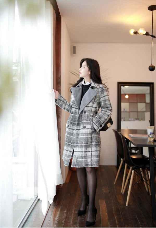 黑白格子大衣里面搭配什么衣服