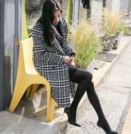 黑白格子大衣里面搭配什么衣服 尽显优雅女人味