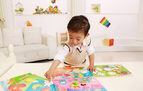 宝宝玩什么开发智力 这六种玩具让宝宝更聪明
