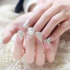 适合搭配婚纱的美甲款式 做起来去拍一个美美的婚纱照吧