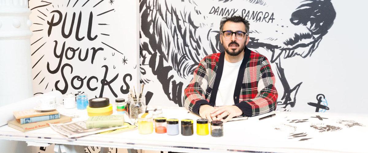 英国艺术家Danny Sangra携手Burberry推出涂鸦手包。