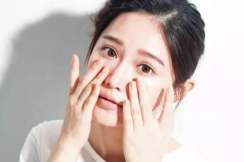 韩国清透的底妆怎么化 轻薄底妆棉签打造法