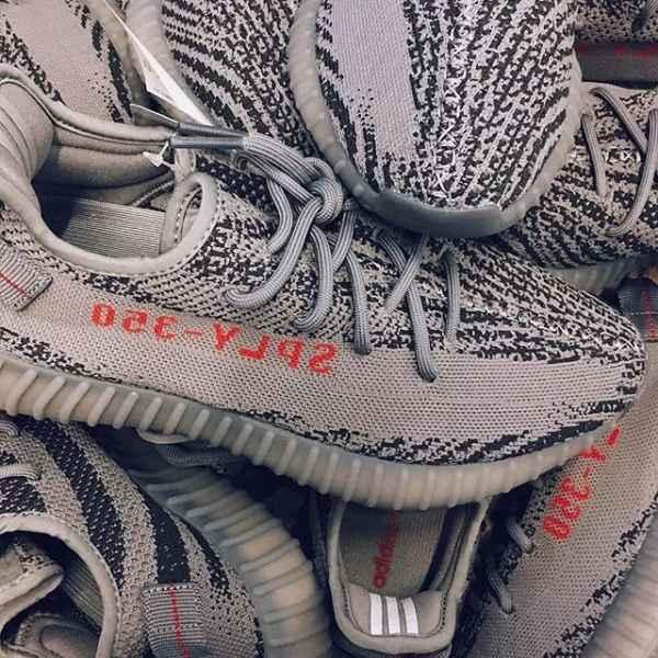 "[/page]<p class=""linetits""><em>2017新款球鞋</em> </p><p>新买的鞋究竟能穿多""久""?</p><p>不负责任的回答:""最多一周!""</p><p>听着可能觉得不可思议?</p><p>给点耐心,来看小编怎么解释~</p><p><img src=""https://pic.7y7.com/Uploads/Picture/2017-11-29/6526324184ff389bf45e1726a7d0e018_600_0.jpeg""/></p><p>周末,小编路过YOHO!STORE,第一次感受到了排队抽签买联名鞋的高涨热情,</p><p>不仅没买着的不太高兴,成功买到的人脸上似乎也没那么喜悦。</p><p>问了几位才知道,大家基本上都是买来炒卖的,能不能卖出去还不太确定。</p><p><br/></p><p><img src=""https://pic.7y7.com/Uploads/Picture/2017-11-29/ac4b247eef89893ff7edaee6012b07fc_600_0.jpeg""/></p><p>排队买鞋变的像排队买奶茶一样,这就尴尬了。</p><p>人人都是Sneakerhead的时代,究竟市场在哪里?消费心理是不是早扭曲了?</p><p>爱钻牛角尖的我对这些陷入了思考,<br/></p><p>原谅我真的不能理解也不羡慕 那种一年买了100双鞋的人。</p><p><br/></p><p><img src=""https://pic.7y7.com/Uploads/Picture/2017-11-29/03ac89bf81823c3725e54230296fdae3_600_0.jpeg""/></p><p>要想解答这些问题,不妨把当下最热门的几款拿来说个事。</p><p><br/></p><p><img src=""https://pic.7y7.com/Uploads/Picture/2017-11-29/5787be923a34de422e8b148682a4583c_600_0.jpeg""/></p><p><img src=""https://pic.7y7.com/Uploads/Picture/2017-11-29/8fec2ccdf61cf0838dde2ead19f04328_600_0.jpeg""/></p><p><img src=""https://pic.7y7.com/Uploads/Picture/2017-11-29/2e32a16c4f9dc09699968a3e555f4ea4_600_0.jpeg""/></p><p>人尽皆知的The Ten 系列,单款炒价过万没人会惊讶。</p><p>老实说,一次性释出10款联名的高明营销策略,根本用不着声势浩荡的宣传。</p><p><br/></p><p><img src=""https://pic.7y7.com/Uploads/Picture/2017-11-29/b8e3326859c1b311c0f98f79bd525906_600_0.jpeg""/></p><p>富可敌国</p><p><img src=""https://pic.7y7.com/Uploads/Picture/2017-11-29/d8b7a09f5b63b91653c777266d1599e4_600_0.jpeg""/></p><p>高阶炫富</p><p><br/></p><p><img src=""https://pic.7y7.com/Uploads/Picture/2017-11-29/fb664ab5a6dd249e629df5cb40feda94_600_0.jpeg""/></p><p>钱还没存够?还在通过各种渠道找?鉴别真假的方式你都先学会了?</p><p>还在锁定这一系列最后一款Converse Chuck Taylor &#39;70 「The Ten」?</p><p>就算炒卖价格还在一路飙升!</p><p>不好意思~</p><p><br/></p><p><img src=""https://pic.7y7.com/Uploads/Picture/2017-11-29/99792ad4356be7303e4a9550984255ca_600_0.jpeg""/></p><p>「The Ten」2018</p><p>2017的款已经过时了,2018的the ten谍照已经释出,没准不只是10款,有可能会是11款或者20款,谁知道呢?<br/></p><p>既然这样,你会买嚒?</p><p><br/></p><p><img src=""https://pic.7y7.com/Uploads/Picture/2017-11-29/"