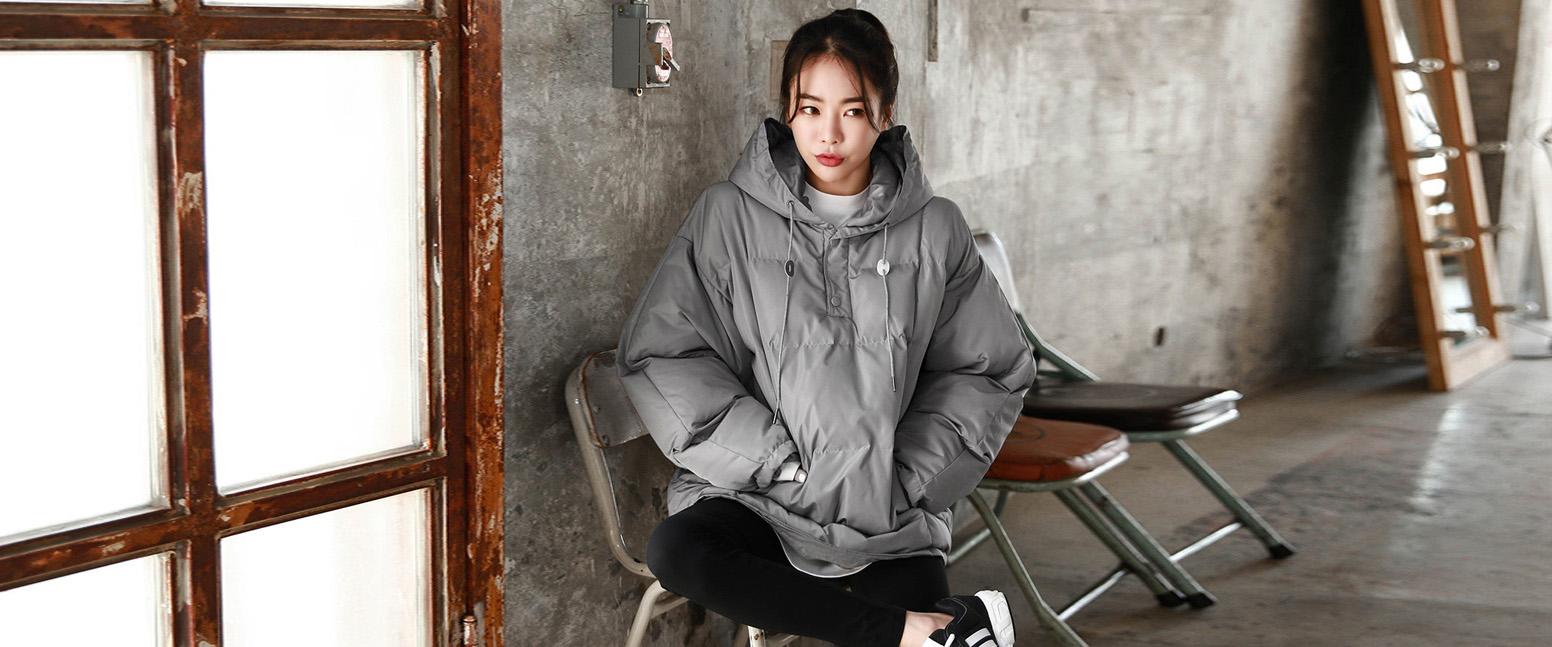 每年秋冬的流行色都少不了灰色的踪影,极致低调和内敛的灰色也能穿得很时髦高级。所以还不赶紧入手一件灰色棉服吗?今天我们就来看看灰色棉衣搭配图片,让你的冬季更有腔调。