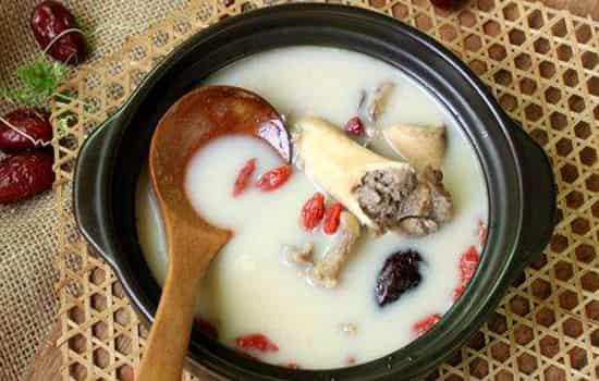 爱养生:汤的营养是在汤里还是在肉里,汤和肉哪个营养价值高,汤有营养还是肉有营养