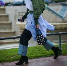 牛仔阔腿裤冬天怎么搭配 凹足造型感