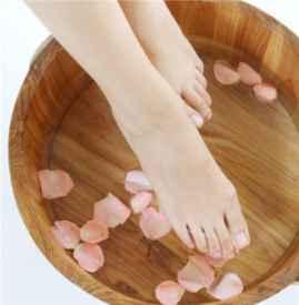 膝盖疼可以泡脚吗 用什么泡脚效果更好呢