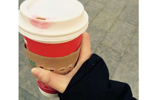 口红沾杯好还是不沾杯好 沾杯不是鉴定口红的标准