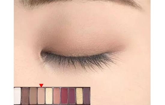 爱丽小屋酒红眼影教程 秋冬最迷人的眼妆