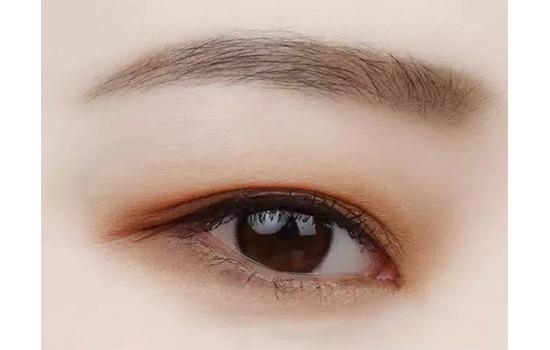 泡肿眼怎么画眼影 教你如何减少肿胀感