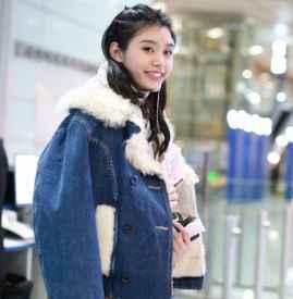 羊羔绒牛仔外套搭配女 给冬天来一点不一样的色彩