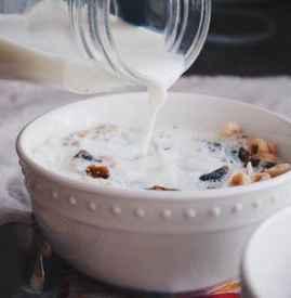 孕妇喝纯牛奶好还是酸奶好