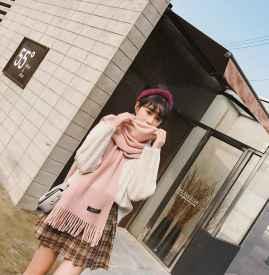 粉色围巾怎么搭配衣服 温暖与优雅兼具