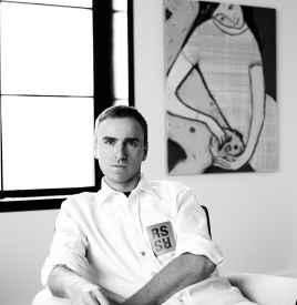 Raf Simons 以不喧哗的爆发力 为品牌重塑摩登美学