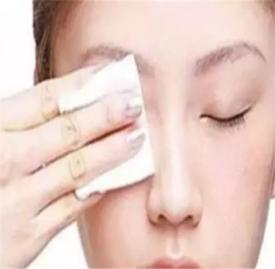 冬天化妆不起皮技巧 3个细节拯救化妆起皮问题