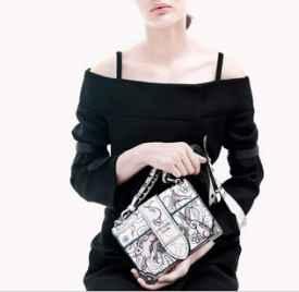 Prada 结合柔美与率性描绘2018早春广告