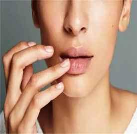 冬季嘴唇护理方法 教你九招轻松解决嘴巴干裂问题
