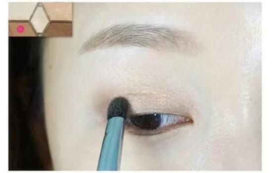 棕色珠光眼妆怎么画 简单却不单调,非常简单有好看