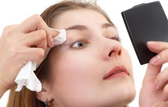 眼妆卸不干净会怎样 想想都可怕