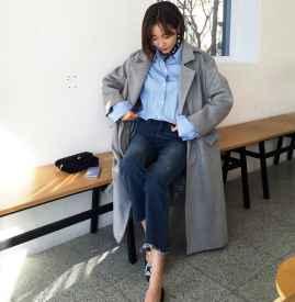 灰色大衣搭配牛仔裤 打造中性洒脱范儿