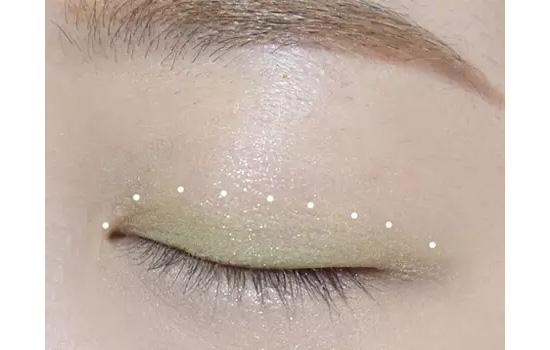 绿色眼影搭配画法图片