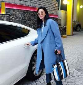 蓝色大衣搭配什么包包 为你凹足造型感