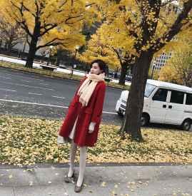 大红色大衣配什么颜色围巾好看 六种搭配温暖冬季