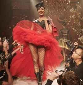 Naomi Campbell 领军出镜 MOSCHINO 2018 春夏广告