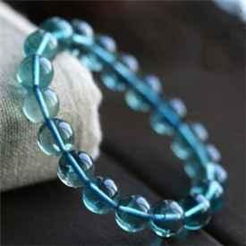 蓝水晶手链图片 外观纯洁寓意美好