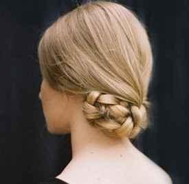 中年妈妈盘发教程 麻花辫+低盘发可有精致了