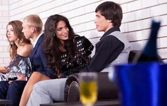 【连爱人】不会跟男生聊天怎么办 教你两个好方