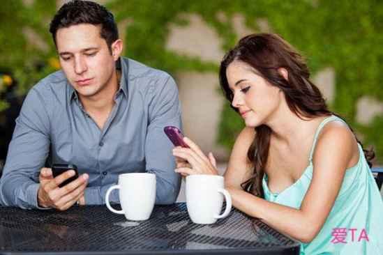 【连爱人】跟男生聊天没话题怎么办 10种受男生喜欢的话题推荐