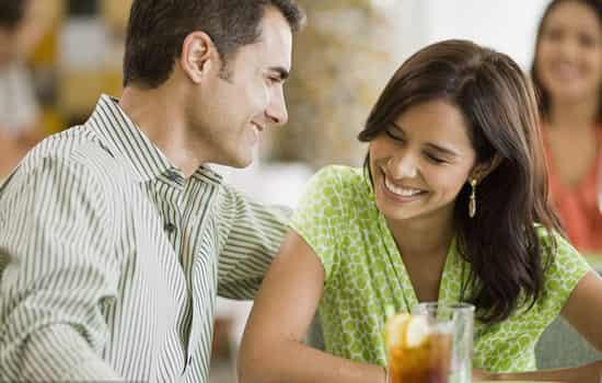 <b>第一次谈恋爱该怎么谈 初次恋爱宝典及注意事项</b>