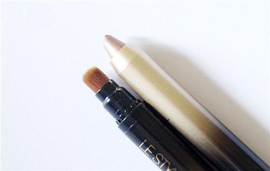 欧莱雅眼影棒怎么用 三步打造精致妆容