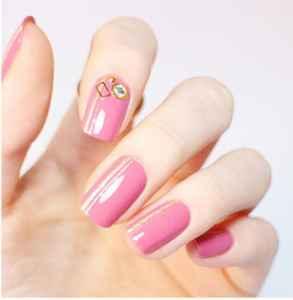 气质粉色美甲怎么做 怎样做简单更显气质