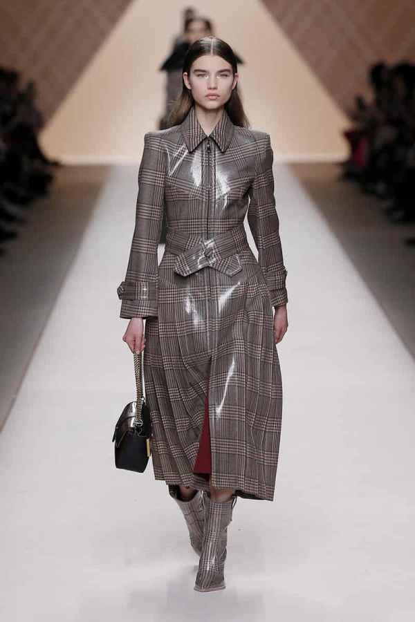 FENDI芬迪2018秋冬米兰时装周 略带英气的城市女性